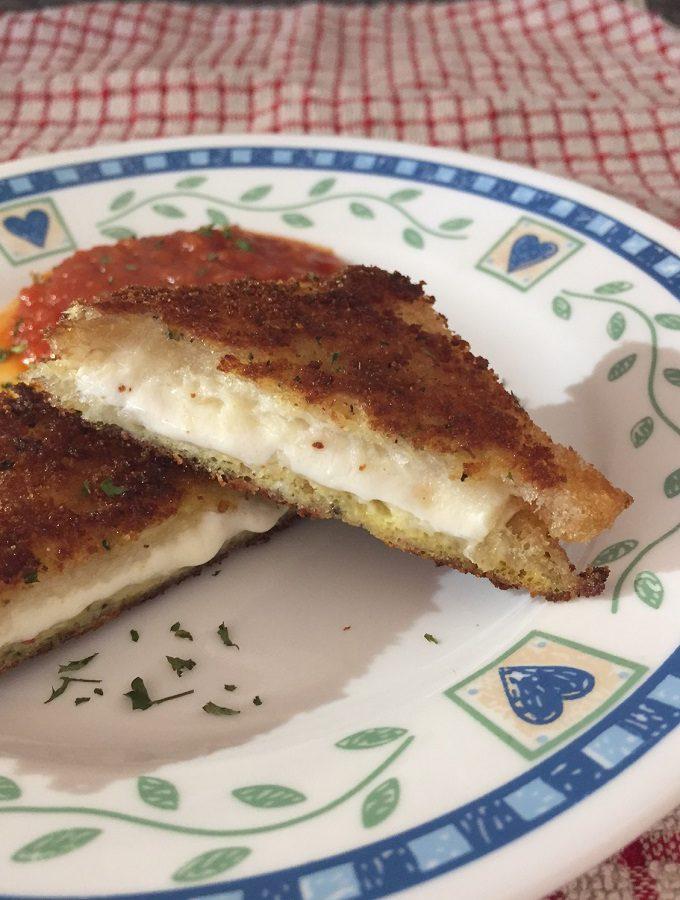 Mozzarella en Carrozza With Marinara Sauce