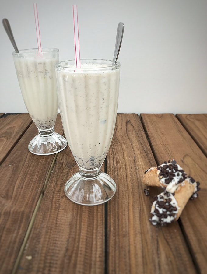 How To Make A Vanilla Milkshake With Cannoli